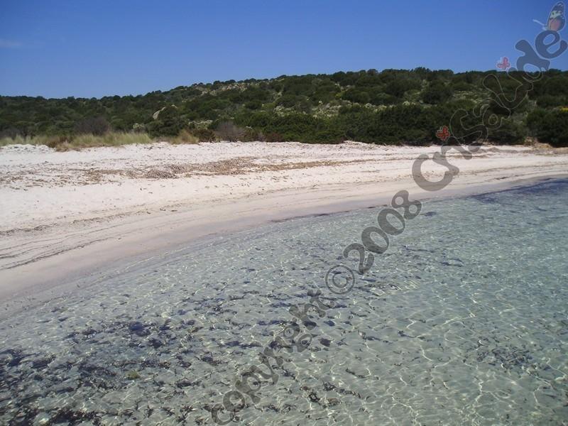 spiaggia-del-relitto1-caprera-b&b-crisalide